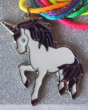 colgante unicornio metal esmaltado violeta souvenir